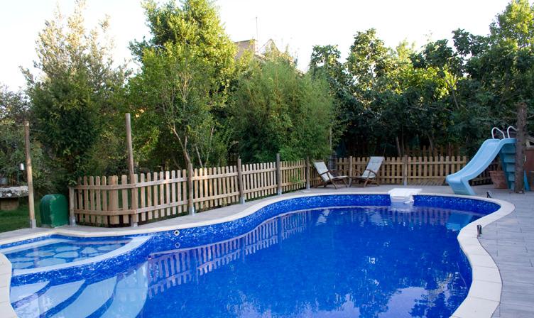 Comprar propiedad con encanto en pamplona fatum houses for Piscinas mutilva